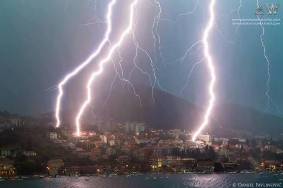 Oluja nad Dubrovnikom s rekordnim brojem udara munja u pola sata.