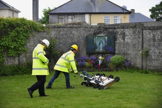 U trenutku pisanja ovog teksta, Irske vlasti su naložili pokretanje zvanične istrage o skeletima beba iz septičke jame u Irskoj.