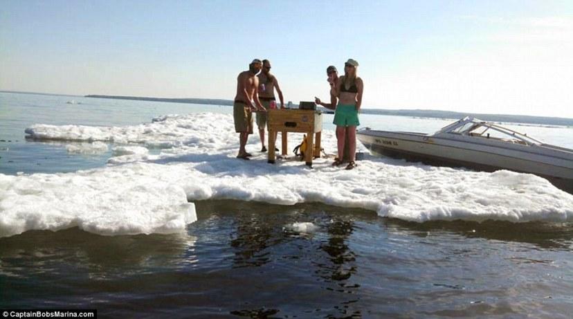Led na jezeru Superior snimljen 12.06.2014.