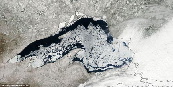 NASA-ina snimka jezera Superior s početka travnja 2014.