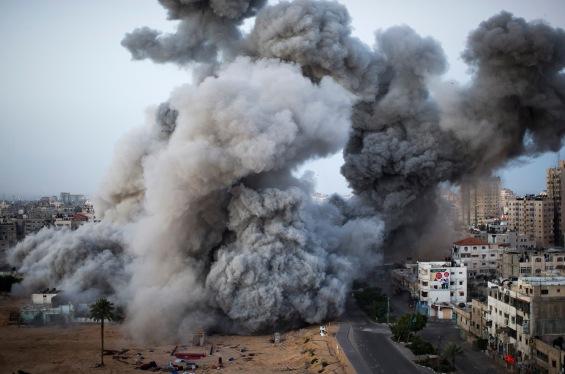 Gaza u plamenu i dimu, narod Palestine kao pokretne mete za gađanje.