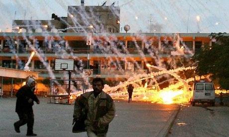 Projektil s bijeli fosforom pada na dijelove Gaze.