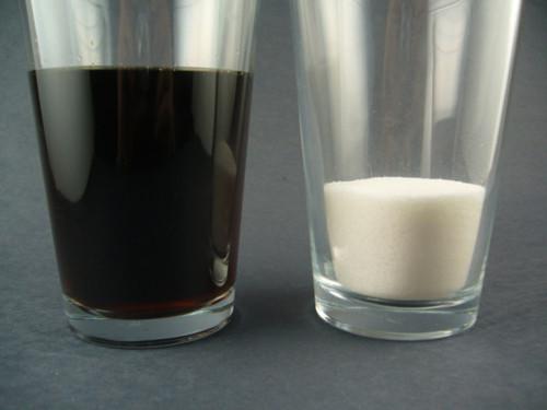 Količina šećera u čaši kole je nevjerojatna, dok kole bez šećera sadrže najgore vrste otrova u obliku umjetnih sladila.