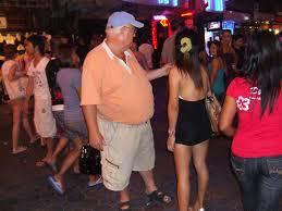 Tipični europski seks turist u Tajlandu, na meti su uglavnom curice koje se prave da imaju već 14 godina.