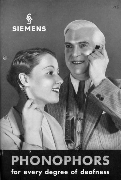 Izgled Siemensovog slušnog aparata, dijelom se morao prisloniti na uho, dok je ostatak morao ostati slobodan kako bi se prenijele vibracije.