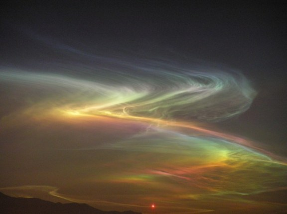 Neobična svjetlost snimljena prije potresa u Kini.