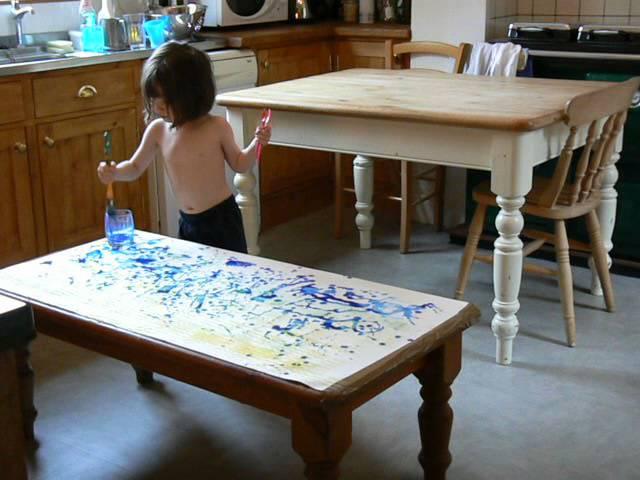 Iris u kuhinji svoje majke stvara još jedno impresionističko remek djelo.