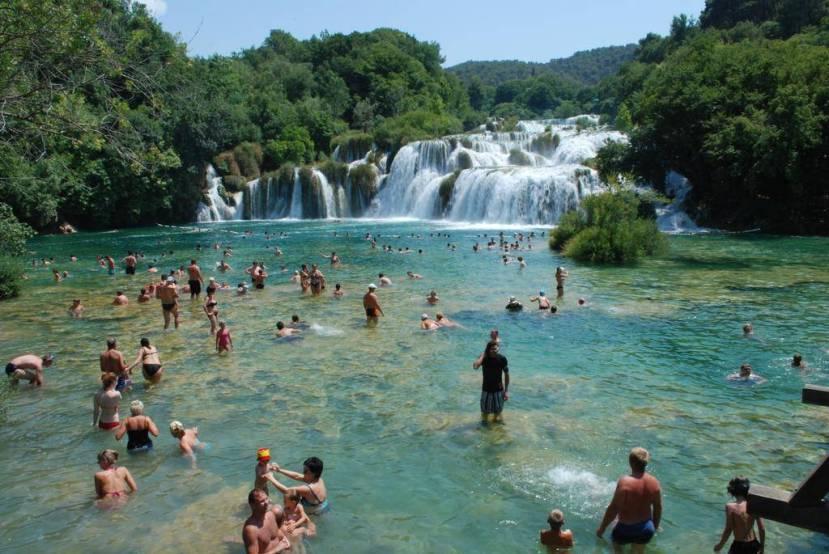 Savršena krioterapija - kupanje u hladnoj vodi rijeke Krke.