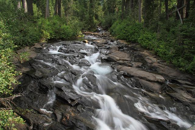 Kameniti i šljunčani nanosi rijeke Narade u sjevernom Uralu su imali  najviše krhotina s nano strukturama, pa ipak nitko od znanstvenika se nije vratio kako bi napravio dodatna ispitivanja.