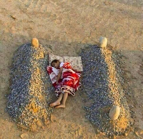 Ne osjećate li empatiju prema sirijskom dječaku koji spava između svježih grobova svojih roditelja, vaš mozak nema zrcalne neurone koji omogućava tu istu empatiju.