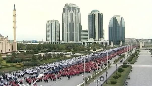Žitelji Čečenije čestitaju Putinu rođendan.