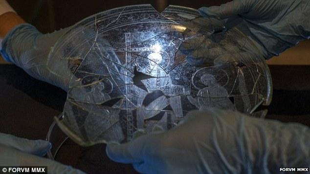Jedna od najstarijih prikaza Isusa Krista je napravljena u 4. stoljeću nove ere, na staklenom tanjuriću iz Castula u Španiji.