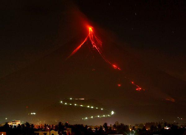 Erupcija vulkana Mayon na Filipinima.