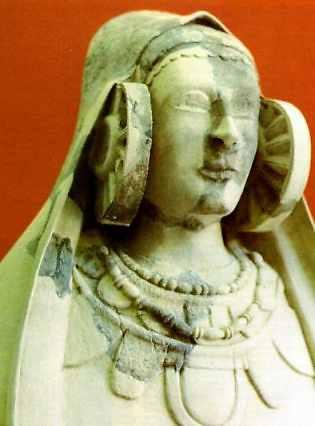feničanska dama iz Guardamara, pronađena je na arheološkom nalazištu  Cabezo Lucero u Alicanteu, iako je datirana na četvrti vijek prije nove ere, ne može se usporediti s majstorskim radom dame iz Elchea.