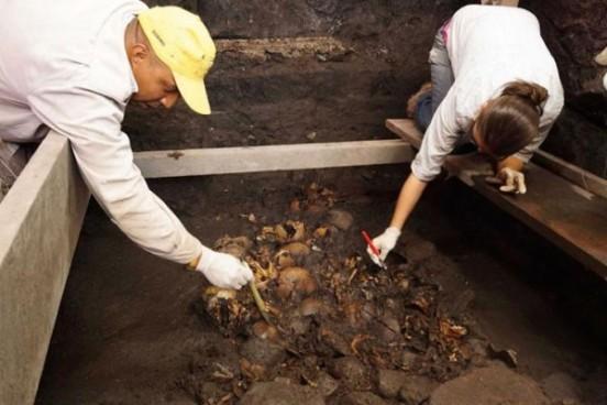 Masovna grobnica s astečkim žrtvama ritualnih umorstava na području Meksika.