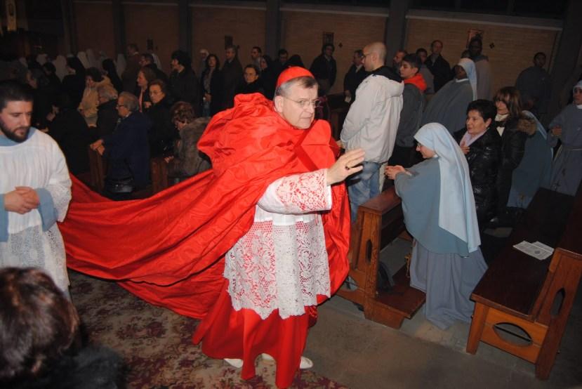 Skupocjeni plašt degradiranog kardinala.