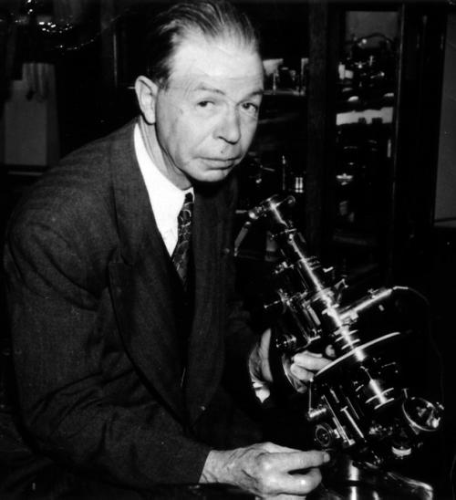 Royal Rife predstavlja mikroskopo koji je po svim značajkama za to vrijeme bio avangarda, na žalost njegova otkrića su pomno uništena.