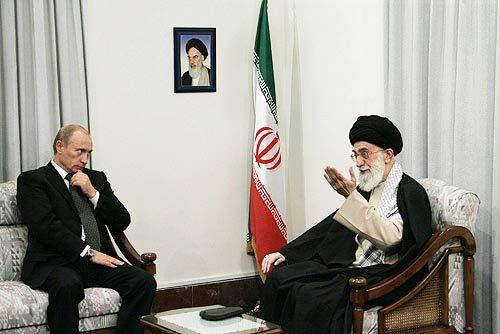 Ayatollah Ali Khamenei i Ruski predjsdnik Putin fotografirani za vrijeme jednog zasjedničkog susreta.