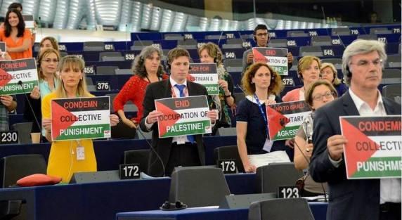 Irski parlamentarci su prvi dali potporu Palestini, nakon toga Francuzi su pokazali kako misle svojom glavom, no taj proces je završio s nesretnim Charleyem.