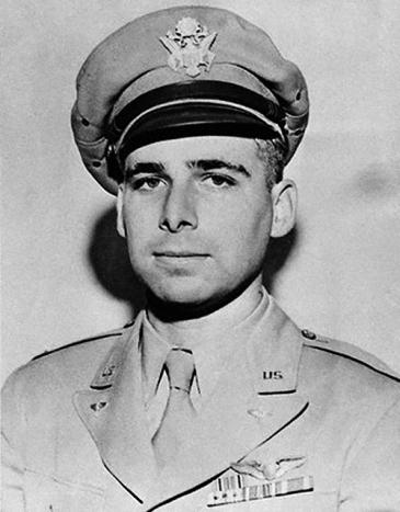 Malo poznata fotografija kapetana Američkog ratnog zrakoplovstva Eugena Wesleya Gena Roddenberryja.