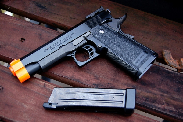 Plastični pištolj s kojim se Tamir igrao u parku je policacima izgledao opasno, zbog toga su ga upucali bez ikakve izlike.