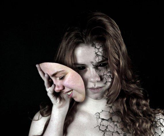 Koliko smo u stanju prepoznati anomalije iza maske koje (ne)ljudi nose.