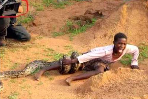 Dječak Solomon urla od bola dok ga mirno snimaju dva vrla kamermana.