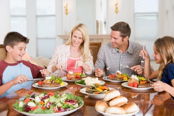 Jedno od osnovnih ljudskih prava je PRAVO na zdravu prehranu, pa ipak patokracija nam takvo pravo sve više uskraćuje. Naši obiteljski stolovi su prepuni toksičnih i kancerogenih kemikalija.