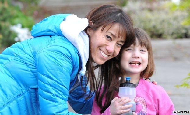 Mama Lisa i Gabi s četiri godine, kada je prvi put počela hraniti ptice.