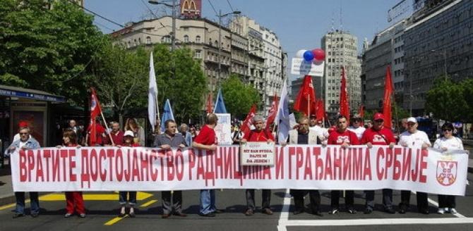Dok radnici na ulicama beograda traže svoja prava, tajkuni uživaju u ukradenom novcu.