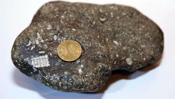 Ruski mikročip u komadu stijene.
