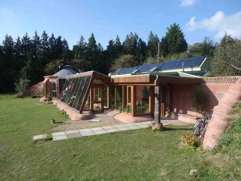 Biste li htjeli živjeti u jednoj ovakvoj niskoenergetskoj kući koja energiju, vodu i toplinu dobija iz zelenih i obnovljivih izvora?