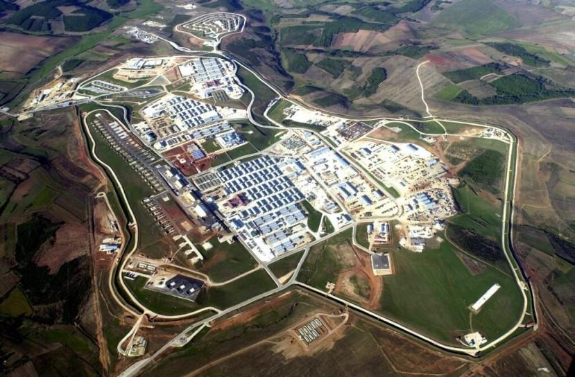 Kamp Bondsteel na Kosovu je druga najveća američka vojna baza u Europi.