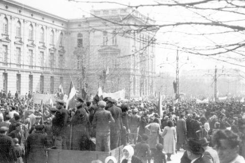 Prosvjedi u Beogradu nakon pristupa Jugoslavije trojnom paktu Njemačke, Japana i Italije.