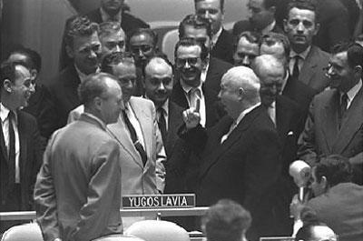 Odnosi između SFRJ i SSSR su se normalizirali tek sastancima Tita i Khrushcheva, na slici vidite njih dvoje na zasjedanju skupštine UN-a.