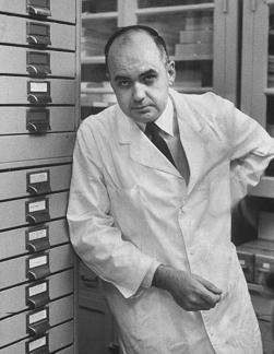 Dr Maurice Hilleman u vrijeme miješanja aktivnih majmunskih virusa s ljudskim cjepivima.