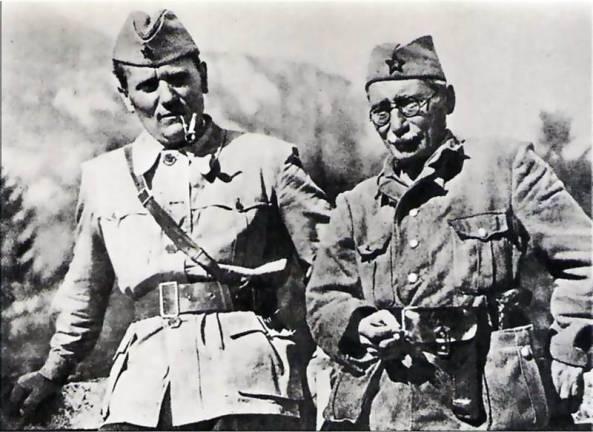 Tito i Moša Pijade snimljeni u Jajcu pred drugo zasjedanje AVNOJ-a.