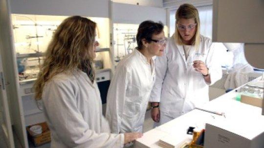 Prof. Christine McKenzie sa svojim suradnicama u laboratoriju sveučilišta Južne Danske.