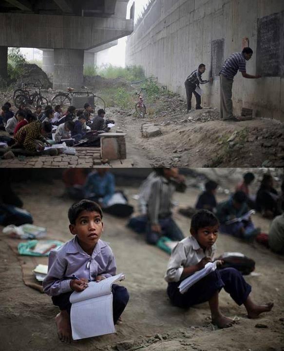 Škola u slamovima New Delhija.