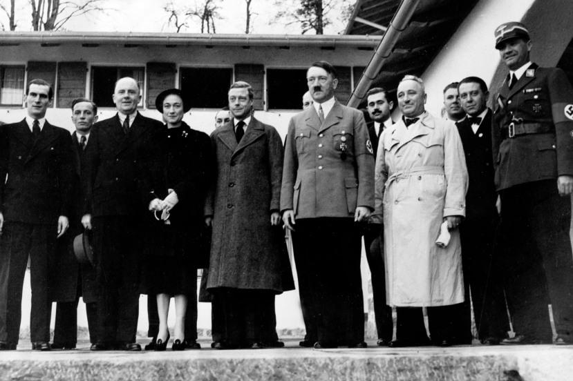 Kralj Edward VII i njegova žena u posjeti Hitleru.