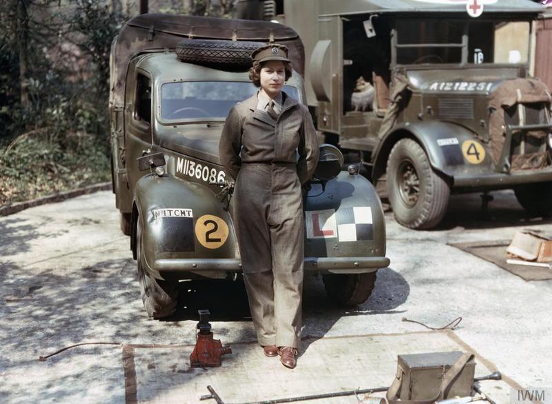 Elizabeta tijekom drugog svjetskog rata kao vozač i mehaničar u Britanskoj vojsci.