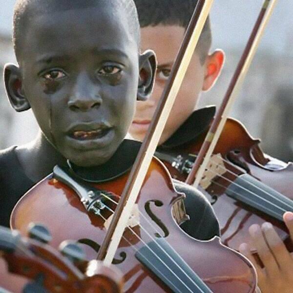 Frazão Torquato plače za svojim profesorom u muzičkoj školi.