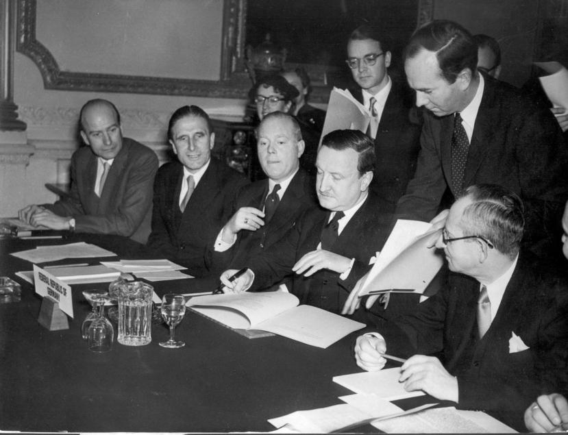 Londosnka konferencij au kojij je ratom razorena Europa Njemačkoj oprostila 50% duga, dok je ostatak trebala platiti beskamatno u narednih 30 godina.