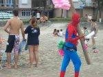 spiderman na plaži