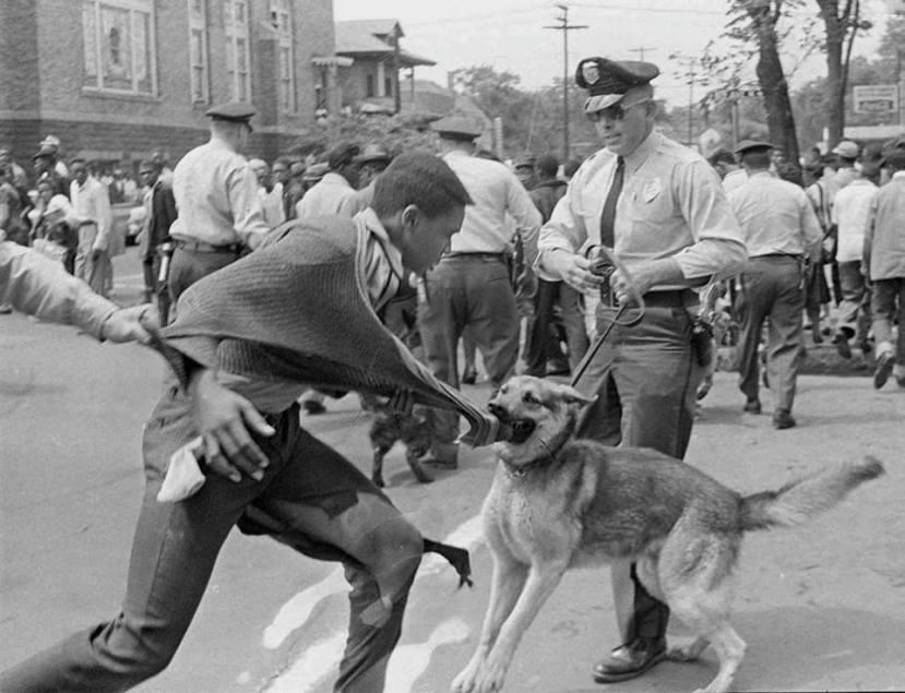Čini se da se ništa nije promijenilo u SAD-u, nakon ukidanja robovskih patrola. Slika bijelog policajca koji huška psa na crnca 1968.