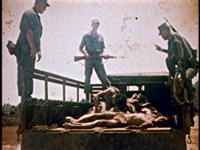 Jedan od rijetkih slika s prikazima američkih zločina na Vjetnamcima, henry Kissinger je promotor te politike i direktno je zaslužan za zvjesrtva.
