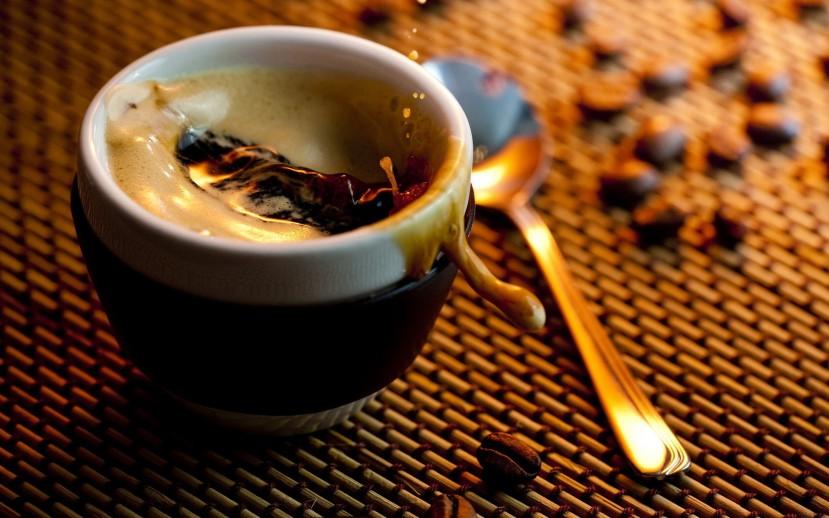 Kavu pijemo na razne načine; crnu, bijelu, slatku, gorku, jaku, slabu, instant, dugu, kratku, vruću, hladnu, s ledom, sa šlagom, pa ipak malo tko razmišlja o prednostima kave i njenim učincima na naše zdravlje.