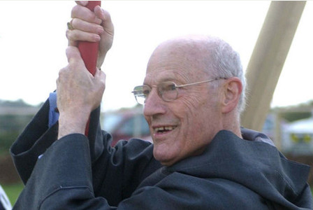 Peter Ball snimljen za vrijeme 2004., kada je imao sve počasti svećenika u mirovini.