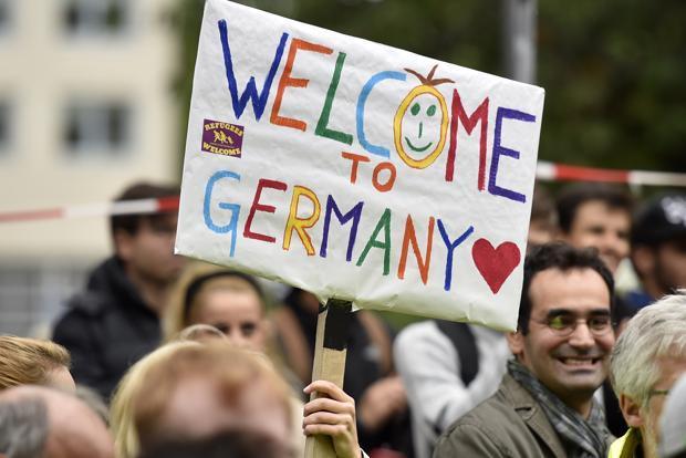 Zaboravimo li na sramotne poruke neonacista i skinheadsa, NIjemci su otvorenih ruku dočekali izbjeglice.