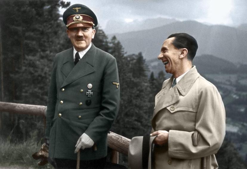 Stvarni Hitler, bez traga nadnaravnih moći i stava mesije, sa svojom najvažnijim suradnikom Josephom Goebbelsom.